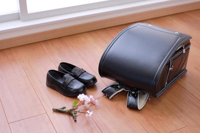 黒のランドセルと靴